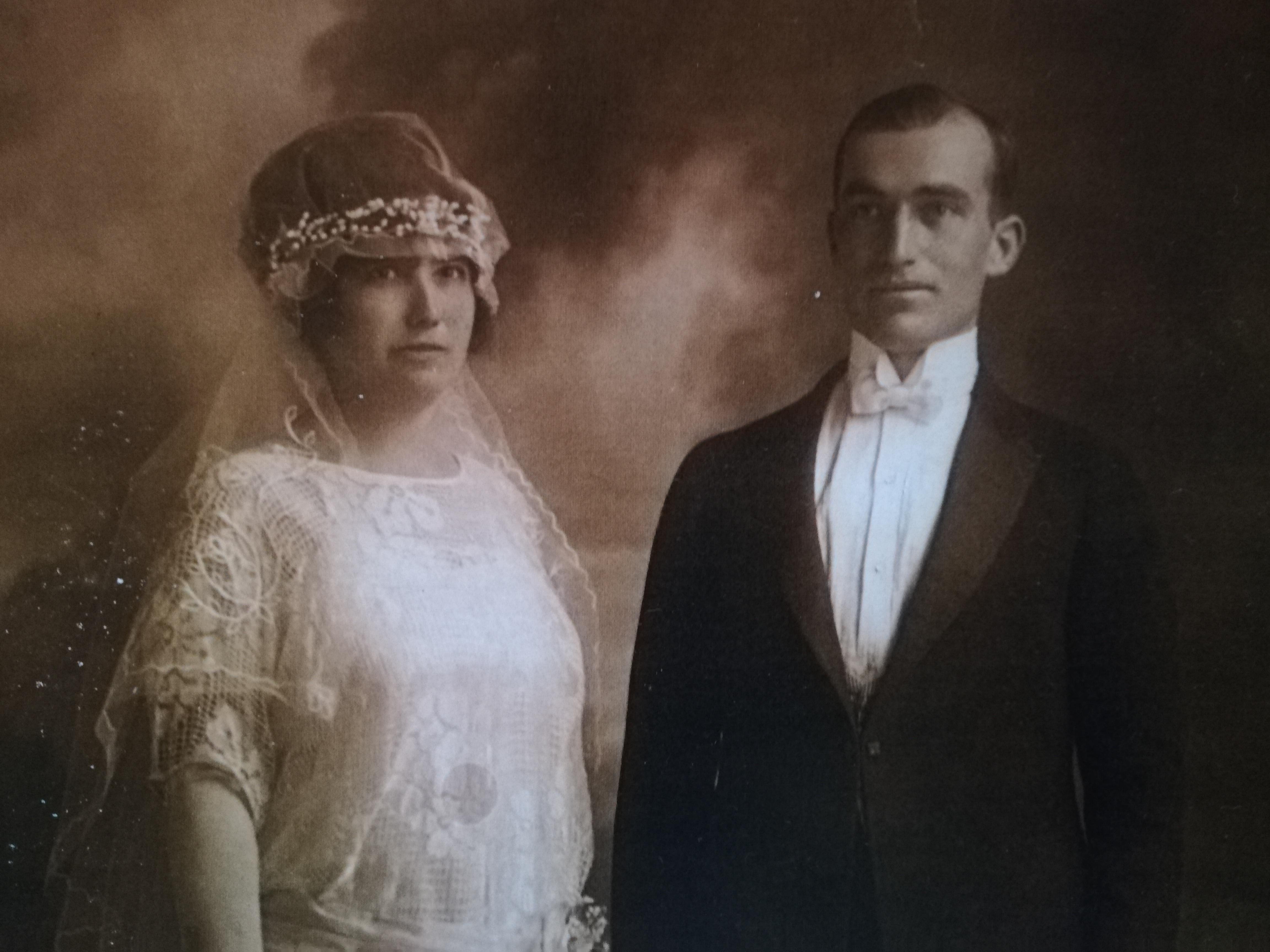 Graciano Arribí Piñón y Carmen Veiga Varela boda Nueva York 1920 (1).jpg